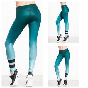 Alo yoga green ombré airbrushed yoga pants